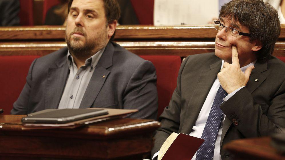 Foto: El presidente de la Generalitat Carles Puigdemont (d) y el vicepresidente, Oriol Junqueras (i). (EFE)