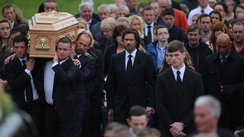 Jim Carrey, roto de dolor, en el funeral de su novia Cathriona White en Irlanda