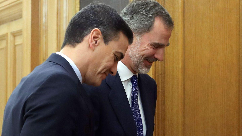 El Rey, junto a Pedro Sánchez. (EFE)