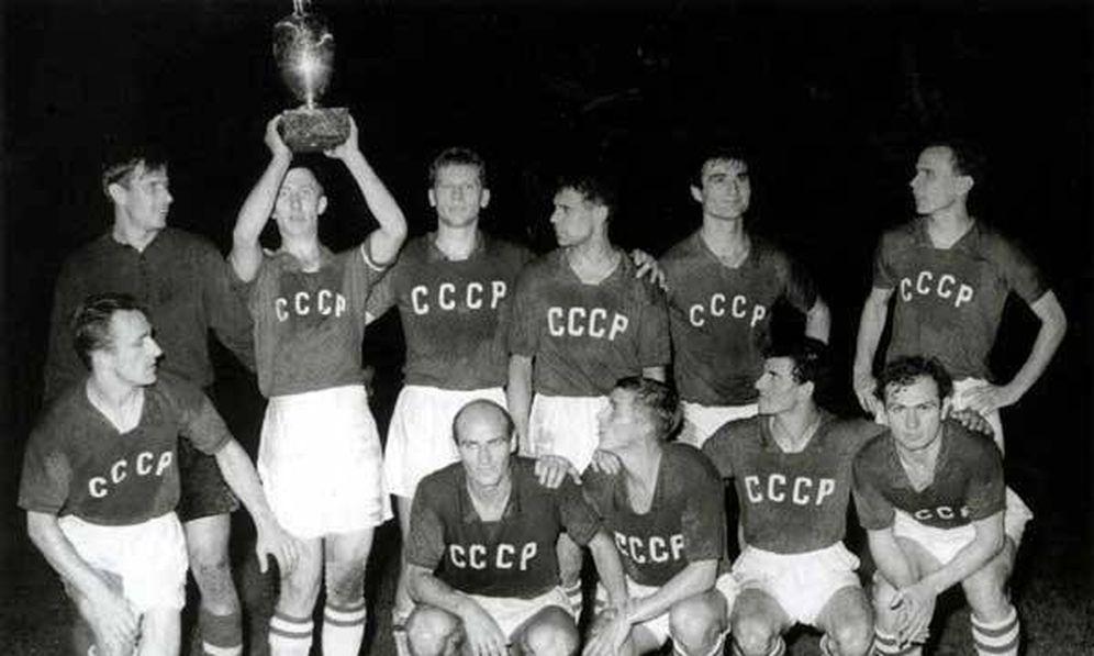 Foto: La URSS, celebrando el título conseguido en la Eurocopa de 1960 (FOTO: UEFA).