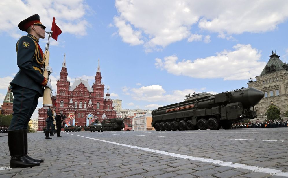 Foto: Una lanzadera de misiles nucleares RS-24 Yars durante el ensayo para un desfile militar en Moscú, el 7 de mayo de 2016 (EFE)
