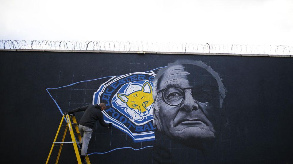 Foto: Mural realizado por el artista Richard Wilson en homenaje a Claudio Ranieri y el Leicester City (Reuters)