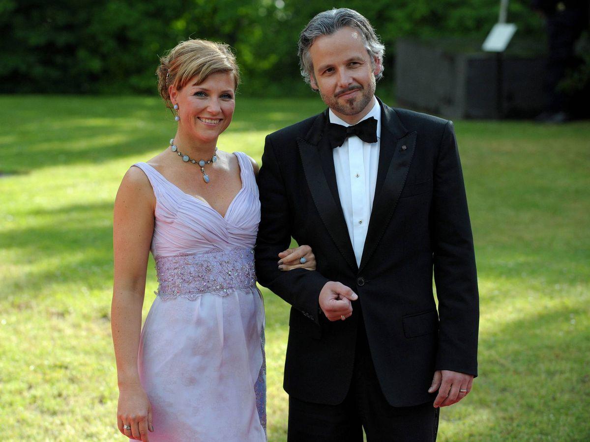Foto: Ari Behn, con Marta Luisa de Noruega, en la boda de Victoria de Suecia. (EFE)