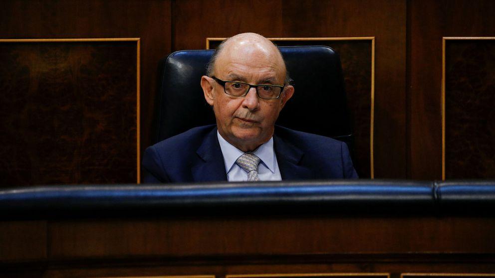 La oposición y los independentistas exigen la cabeza de Montoro