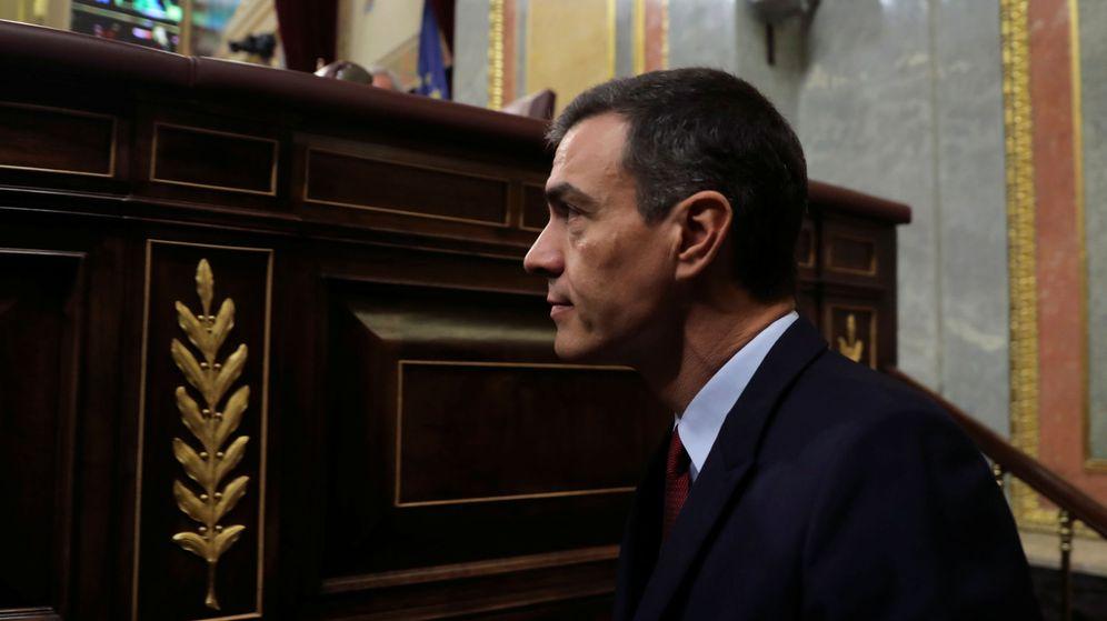 Foto: Pedro Sánchez llega a su escaño en el Congreso de los Diputados. (Reuters)