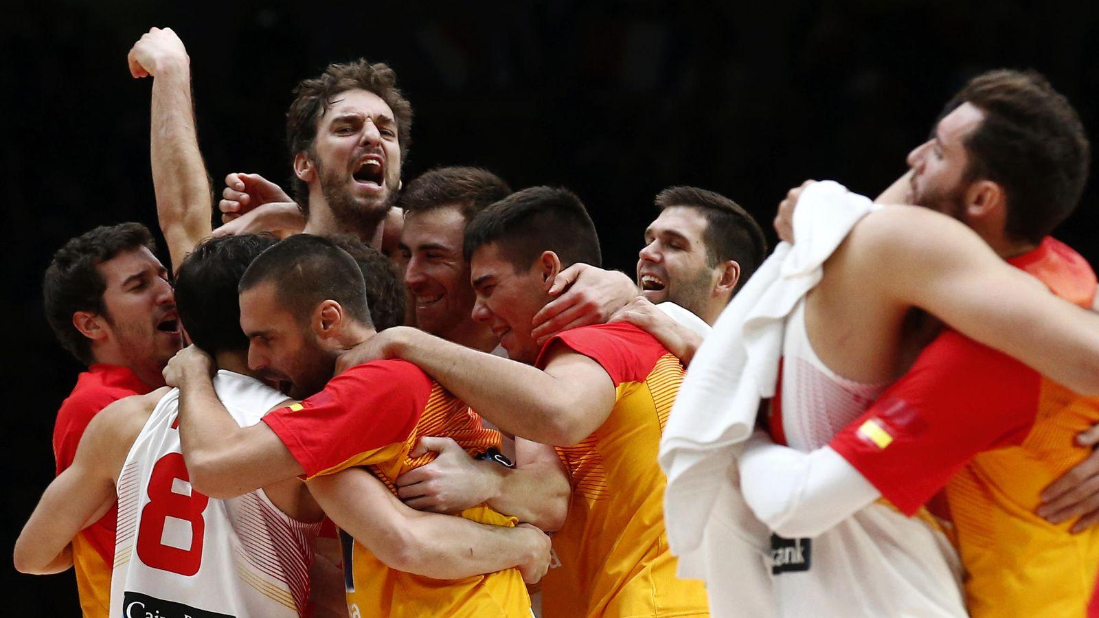 Foto: España celebra la clasificación para semifinales (Reuters)