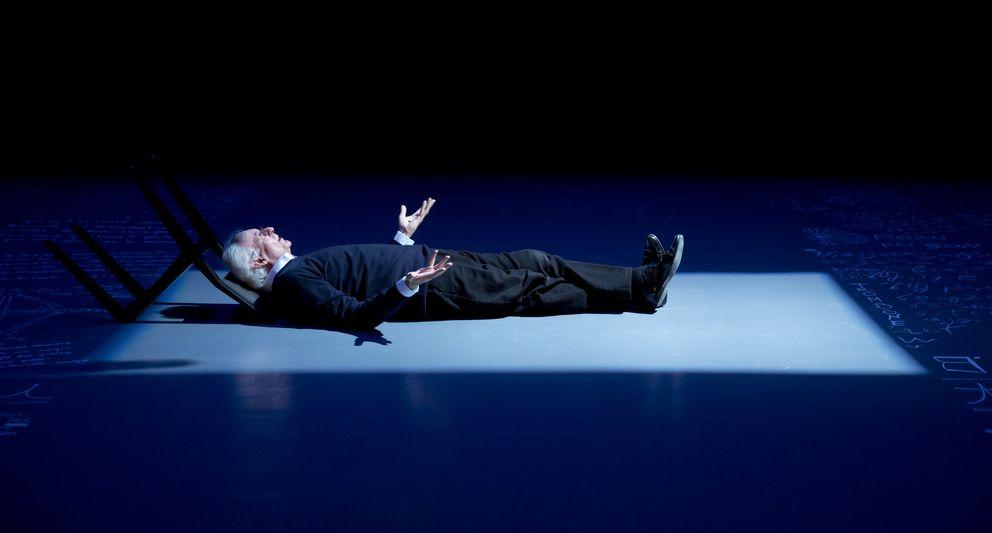 Foto: El filósofo Roger Pol-Droit, durante una representación. (Editorial Planeta)