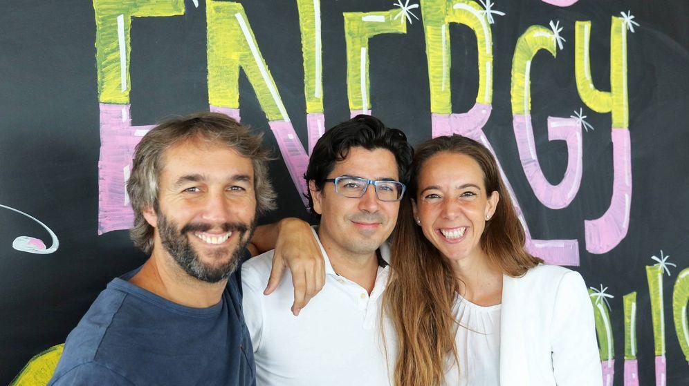 Foto: Los fundadores de Holaluz, Carlota Pi, Ferran Nogué y Oriol Vila. (Foto cedida por Holaluz)