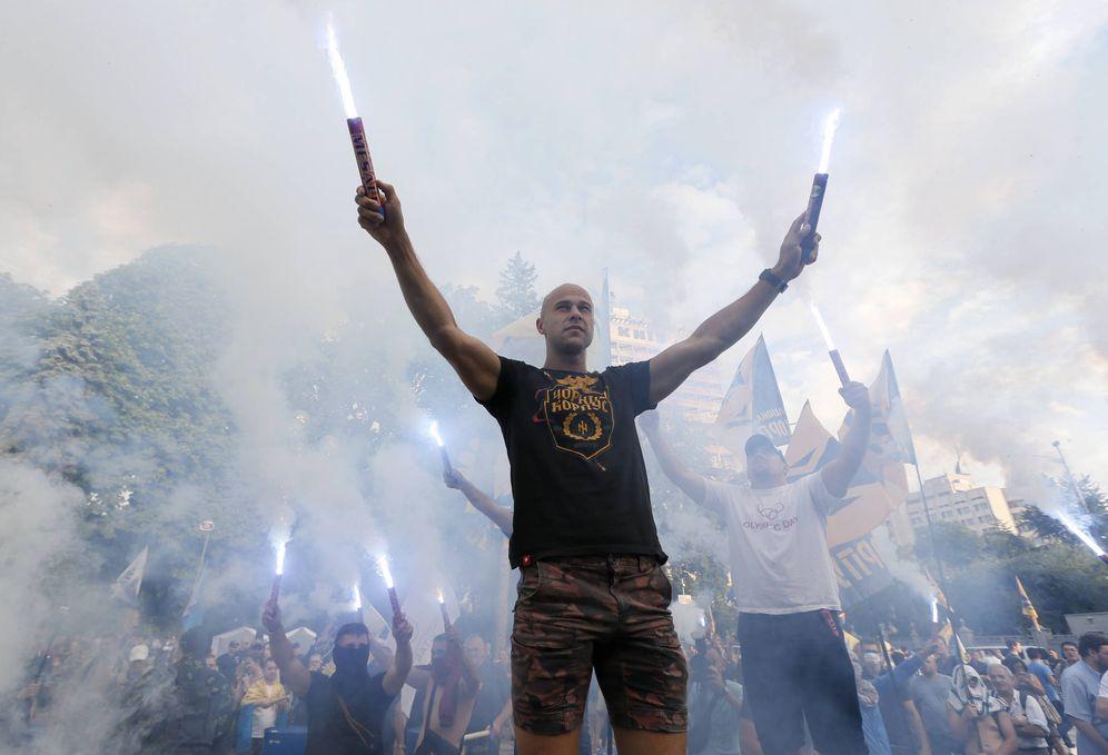 Foto: Protesta contra varios diputados ucranianos acusados de corrupción ante el Parlamento de Kiev. (Reuters)