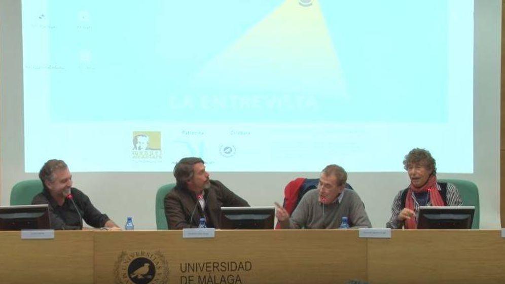 Foto: Carlos Alsina (i) debate con Fernando Sánchez Dragó (2d) y Jesús Quintero (d). (YouTube)