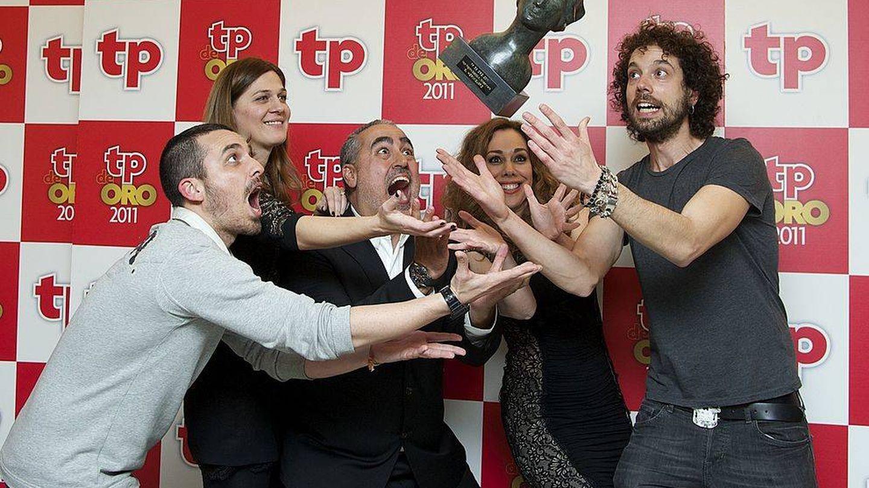 Laura y parte del equipo de 'El hormiguero' recogen el TP de Oro en 2012. (Getty)