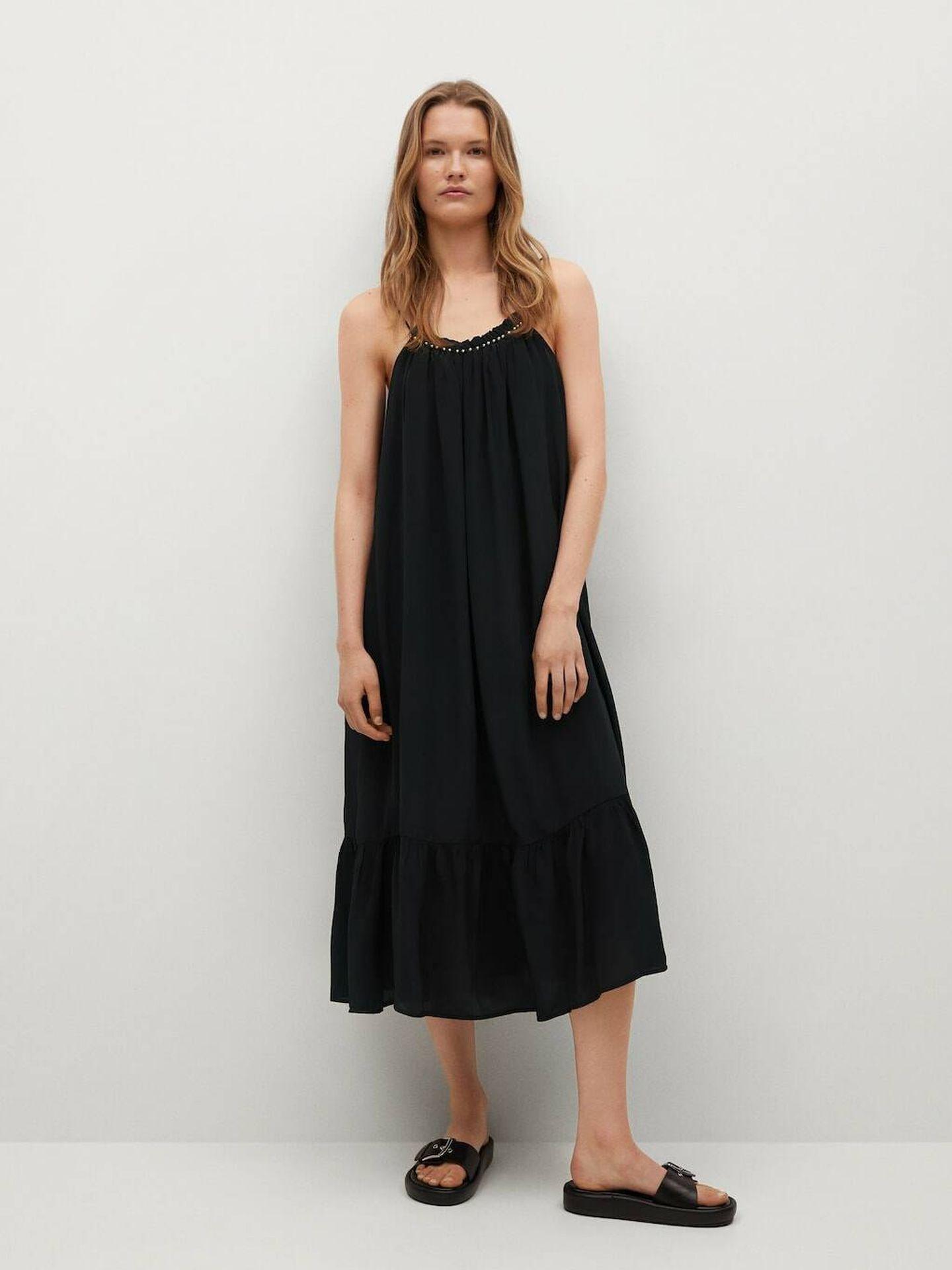 El vestido negro de Mango para todas las edades y siluetas. (Cortesía)