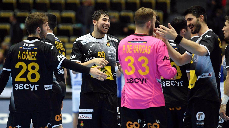 La selección, en el partido contra Islandia.  (Reuters)