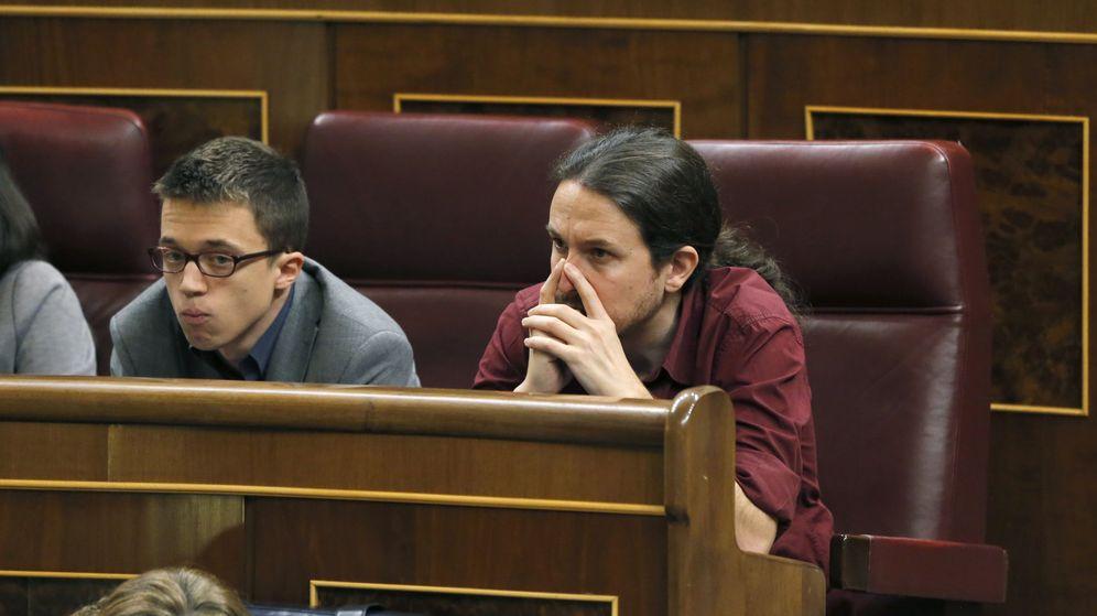 Foto: El secretario general de Podemos, Pablo Iglesias, y el portavoz parlamentario, Íñigo Errejón. (EFE)