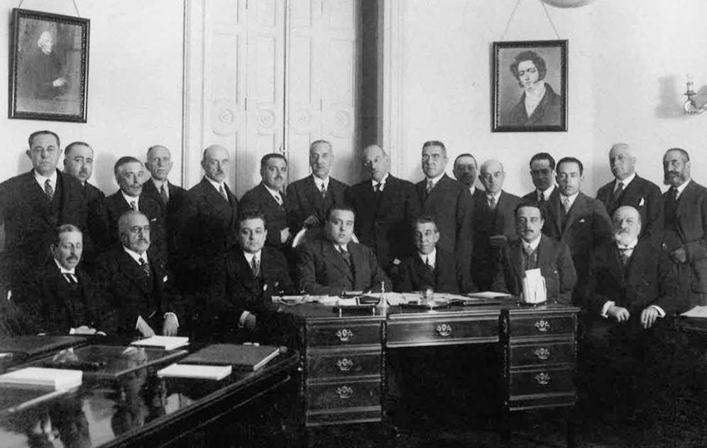 Foto: Reunión de la Confederación Española de Cajas de Ahorro con el ministro de Trabajo para la probación de sus estatutos, 1928. ('Guía de archivos históricos de la banca en España')