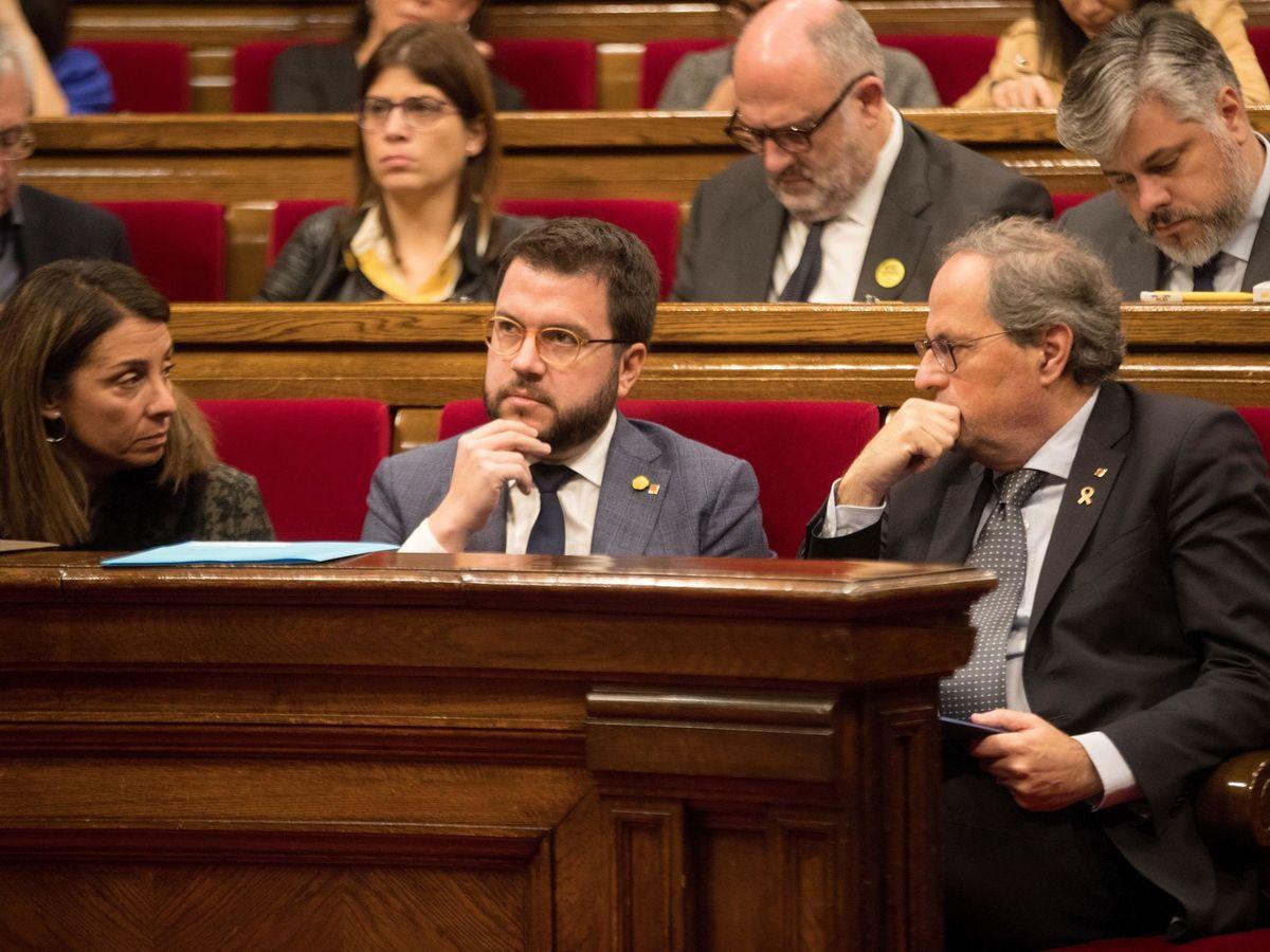 Foto: El presidente de la Generalitat, Quim Torra, junto a su vicepresidente, Pere Aragonès (c), y la 'consellera' de Presidencia, Meritxell Budó, durante la sesión de control al Gobierno catalán. (EFE)