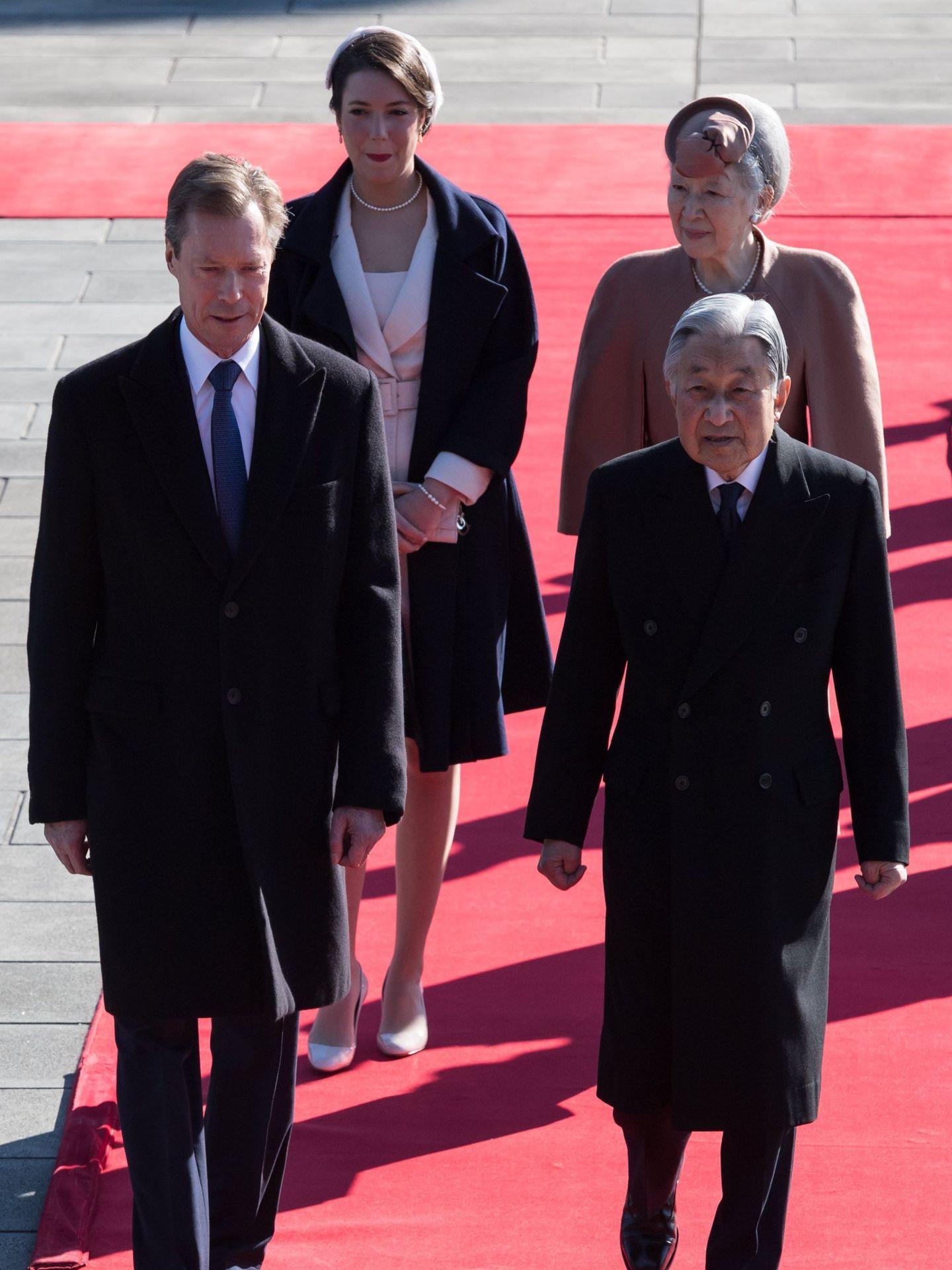 Alexandra y Enrique, con los entonces emperadores de Japón. (EFE)