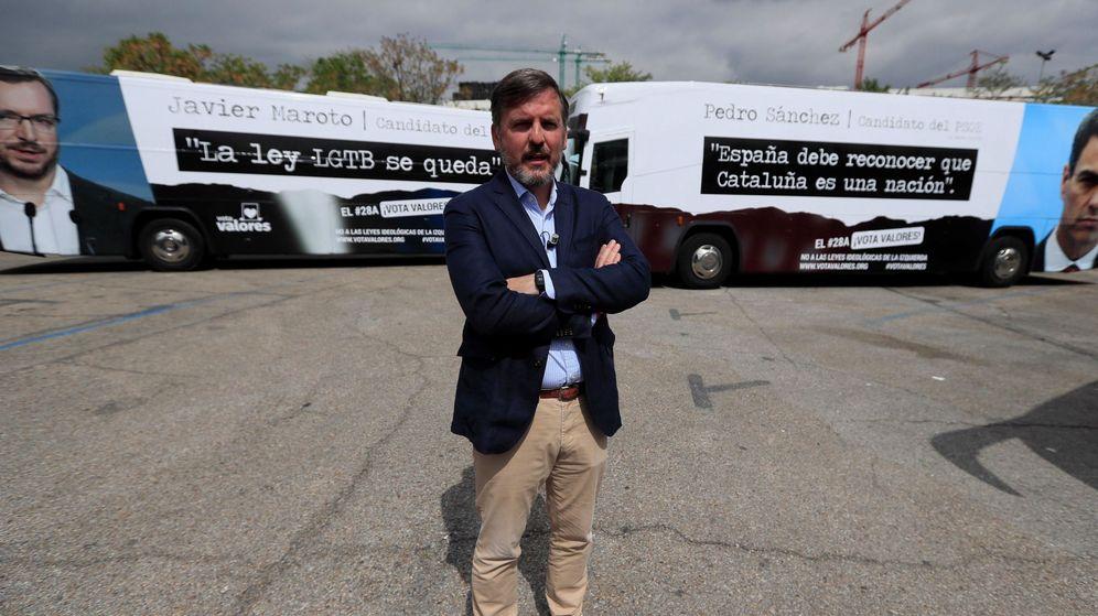 Foto: Hazteoir.org presenta tres autobuses invitando a votar (Efe)