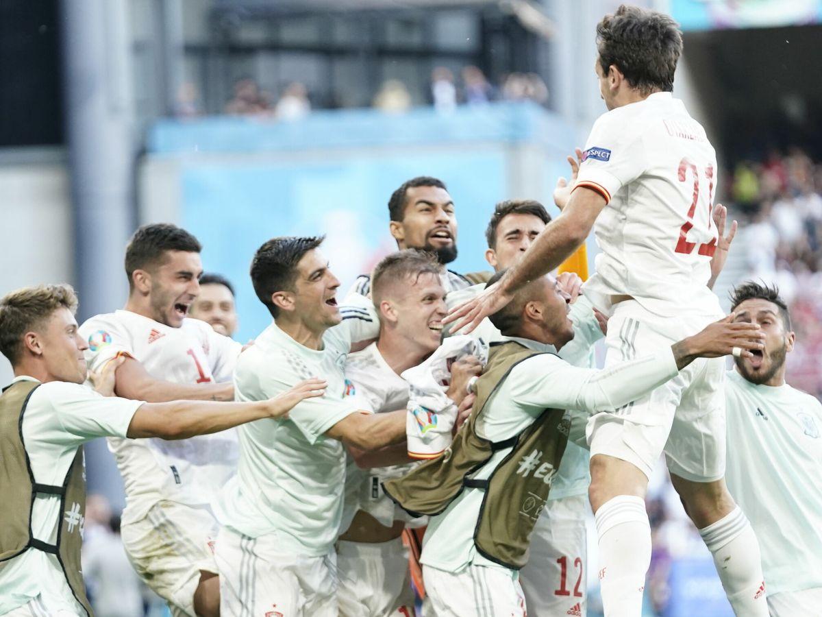Foto: Los jugadores españoles celebran el quinto gol. (EFE)
