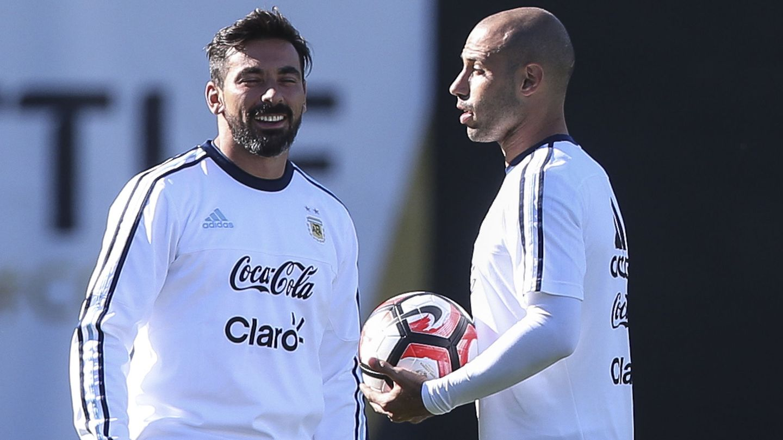 En la imagen, Ezequiel Lavezzi y Javier Mascherano. (EFE)