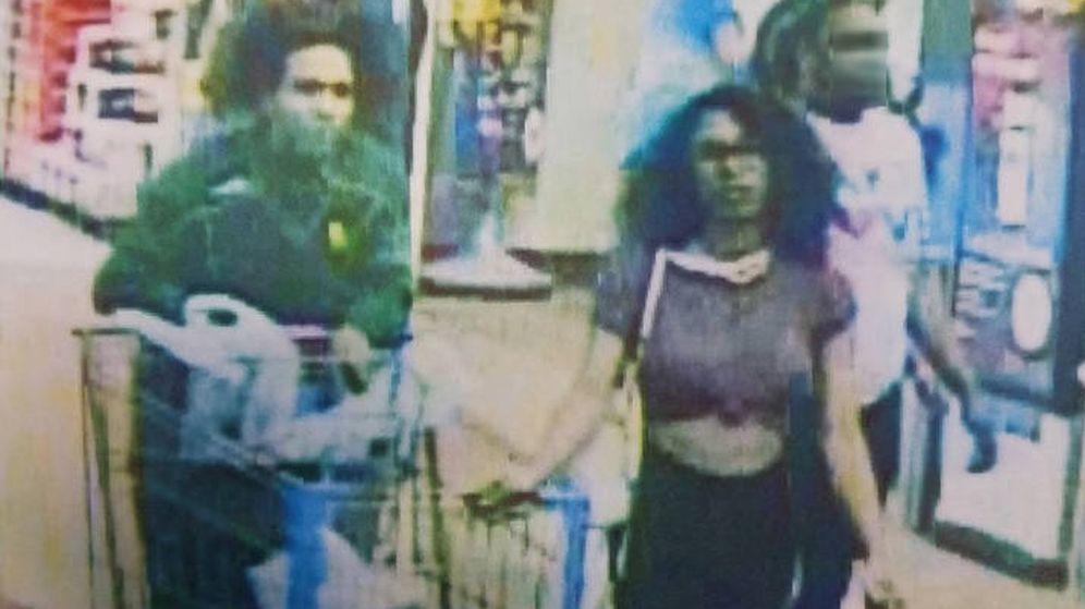 Foto: La policía busca a la mujer y al hombre que la acompañaba en el supermercado (Foto: Lufkin Police)