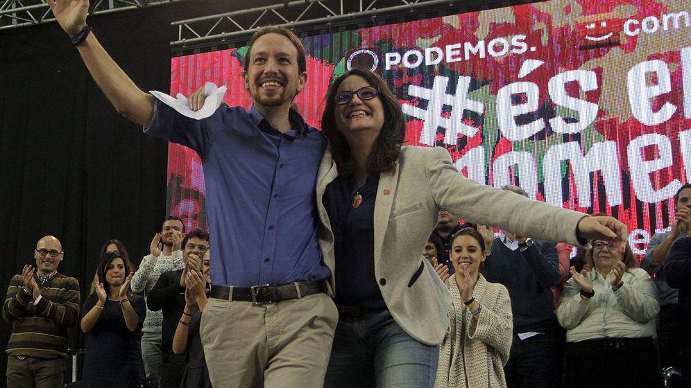 Foto: El líder de Podemos junto a Mónica Oltra en un acto en Alicante. (Reuters)