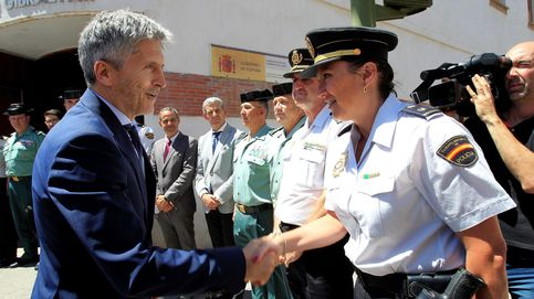 Marlaska cesa a un guardia civil de un puesto clave para colocar al comisario 'Lenin'