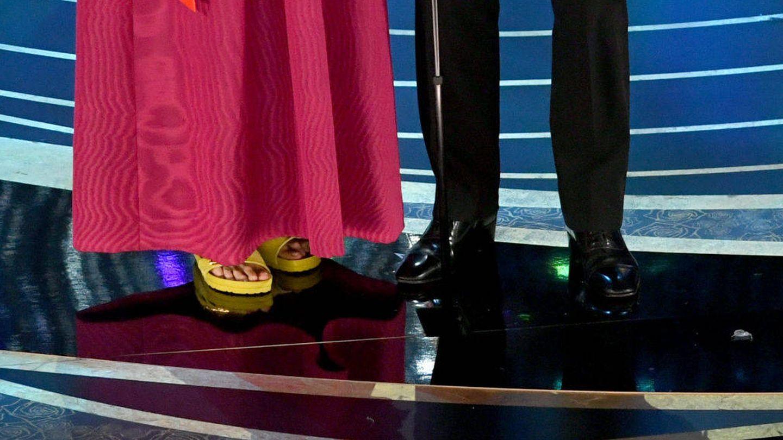 Los pies coloridos de McDormand. (Getty)
