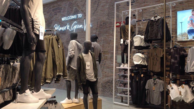 La tienda cuenta con 12.400 metros cuadrados, cinco plantas, 131 cajas y 91 probadores. Foto: Marina Valero