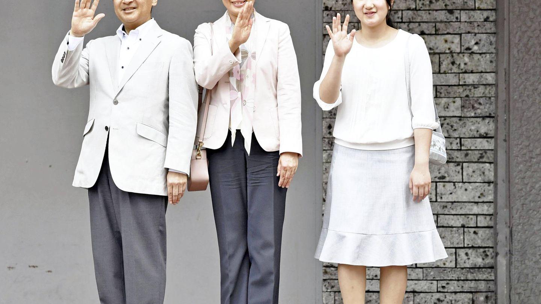 Los príncipes con su hija Aiko, que se va a estudiar a Eton. (Gtres)