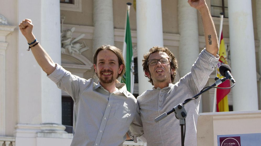 Foto: El líder de Podemos, Pablo Iglesias (i), junto al alcalde de Cádiz, José María González 'Kichi', tras un acto del partido en Cádiz en junio de 2015. (EFE)