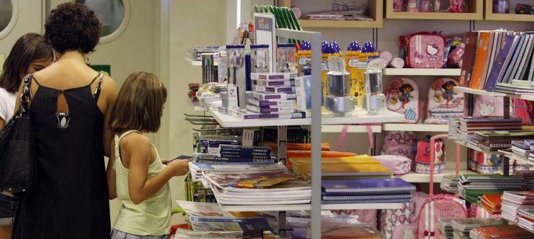 Foto: Venta de material escolar, en una imagen de archivo. (Efe)