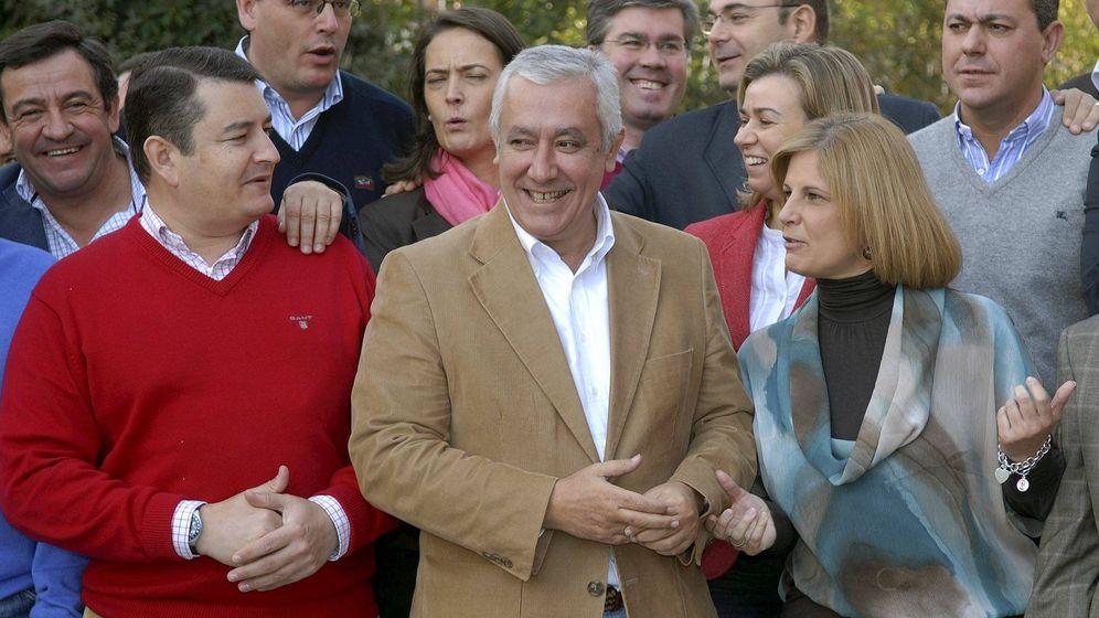 Foto: María José García-Pelayo, a la derecha, junto a Javier Arenas. (EFE)