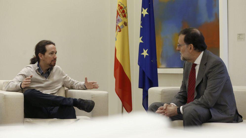 Foto: El presidente del Gobierno en funciones, Mariano Rajoy, (d), y el secretario general de Podemos, Pablo Iglesias. (EFE)