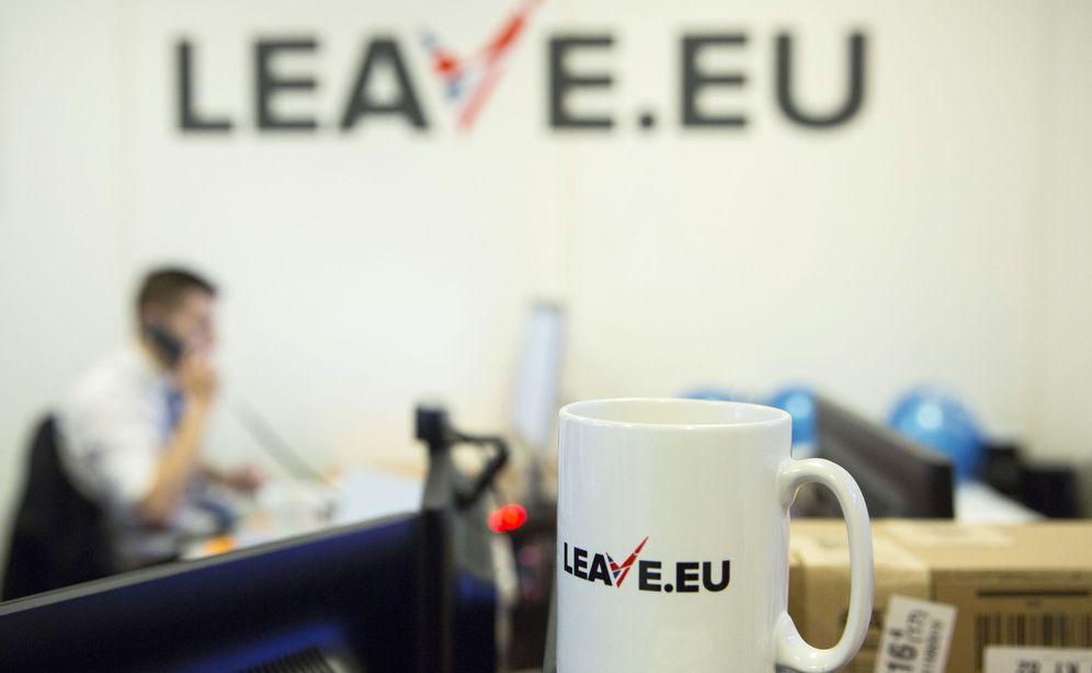Foto: Un empleado en la sede de un grupo a favor del 'Brexit', Leave.eu, en Londres. (Reuters).