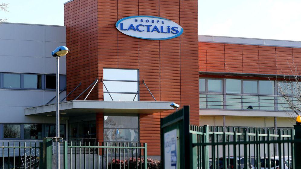 Foto: Vista de la entrada de fábrica del grupo Lactalis en Laval, Francia. (EFE)