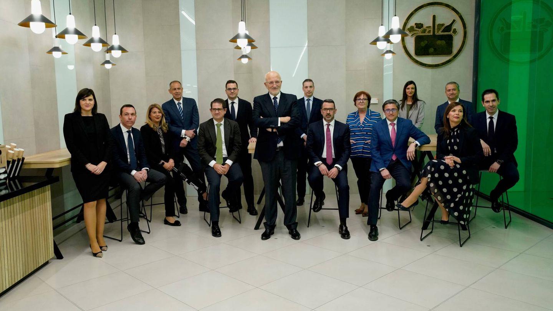 Juan Roig, con el comité de dirección de Mercadona, en la presentación de resultados de 2019.