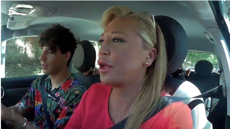Belén Esteban con Javier Calvo de copiloto. (Mediaset)