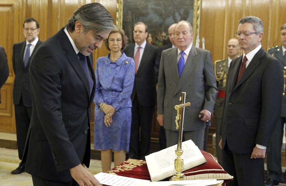 Foto: Enrique López, durante la jura de su cargo como magistrado del Tribunal Constitucional. (Archivo EFE)