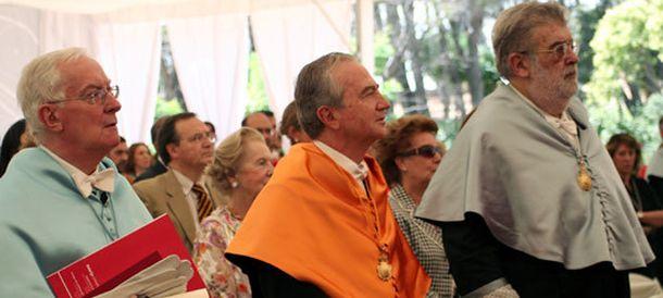 Foto: Víctor García de la Concha, a la izquierda, y José Manuel Lara en 2009 en un acto en la Universidad de Nebrija (EFE)