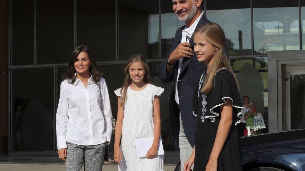 La princesa Leonor y la infanta Sofía, muy esperadas, visitan a su abuelo Juan Carlos