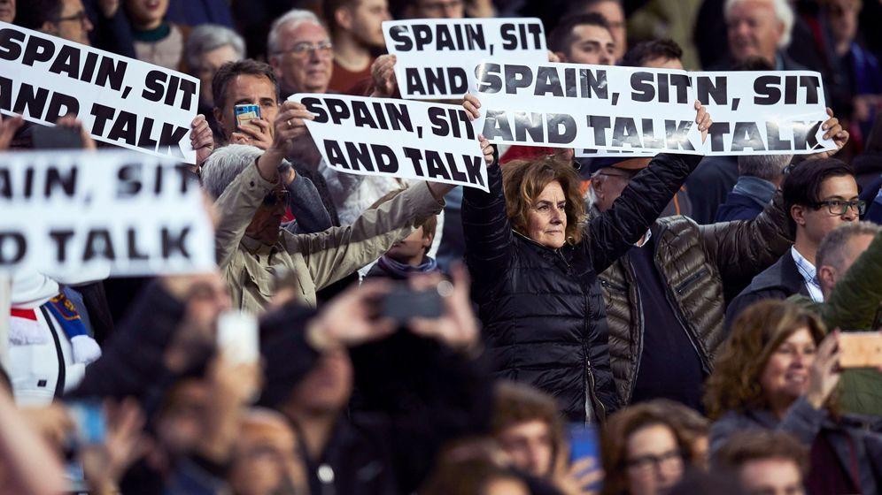Foto: Manifestantes piden a España que se siente a negociar con el Govern. (EFE)