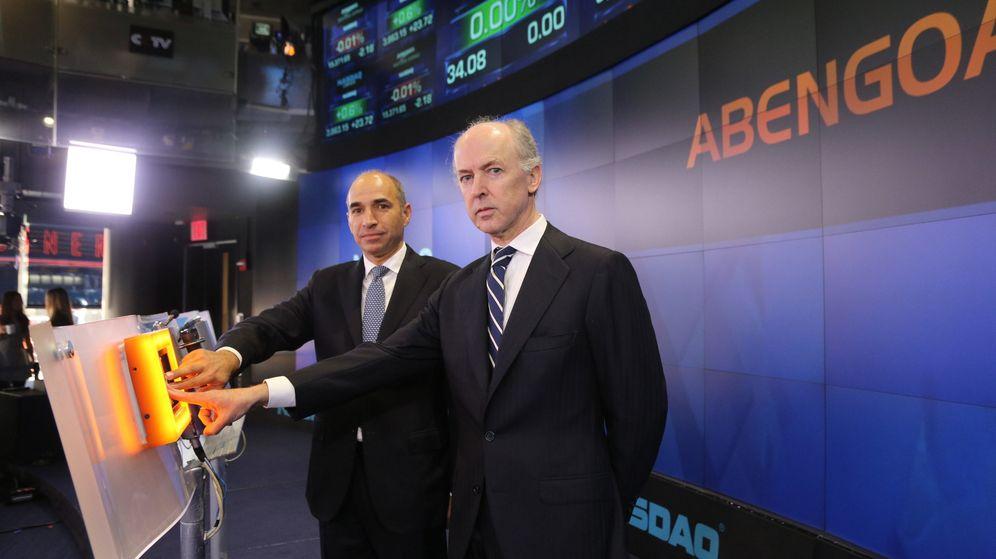Foto: Manuel Sánchez y Felipe Benjumea, en una imagen de archivo en el Nasdaq de EEUU. (Abengoa)
