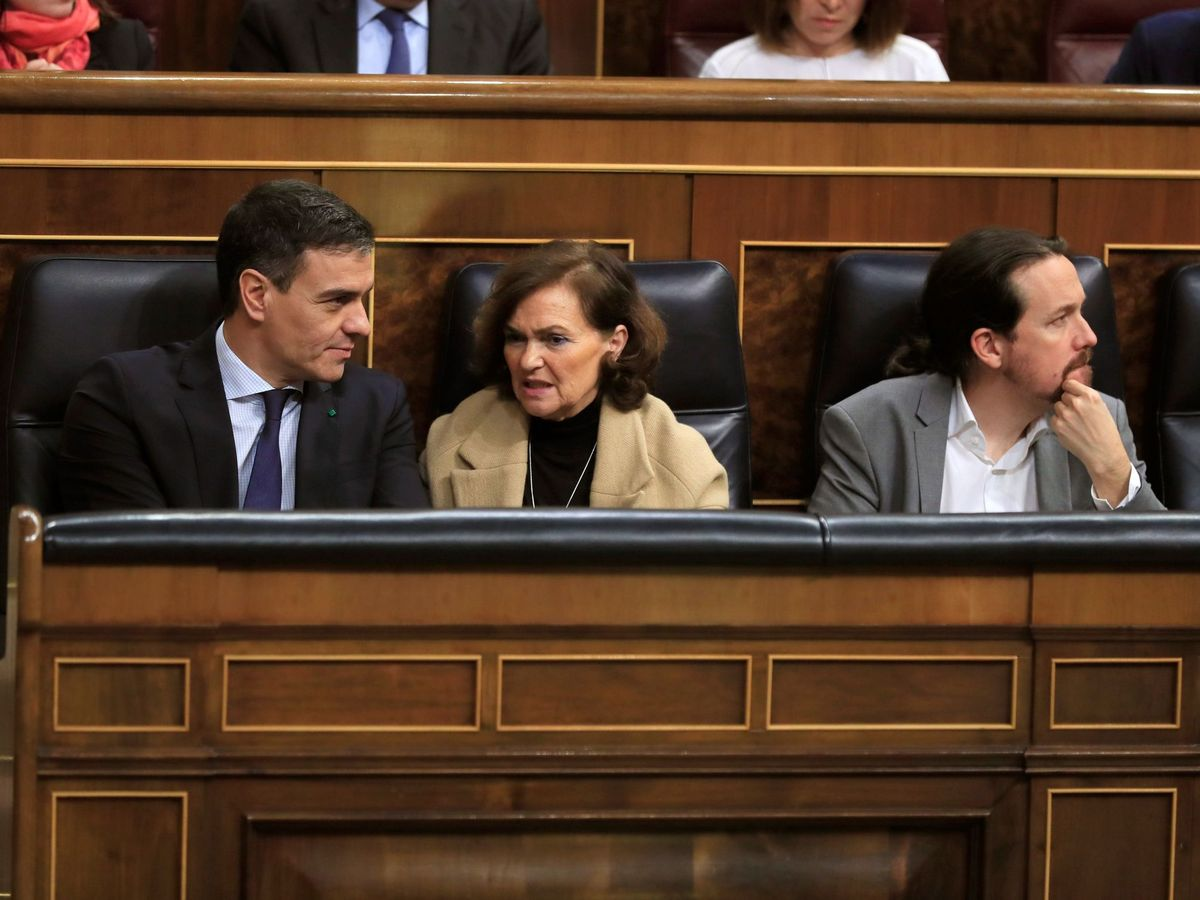 Foto: Pedro Sánchez, Carmen Calvo y Pablo Iglesias en el Congreso. (EFE)
