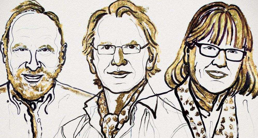Foto: De izquierda a derecha, los científicos Arthur Ashkin, Gérard Mourou y Donna Strickland.