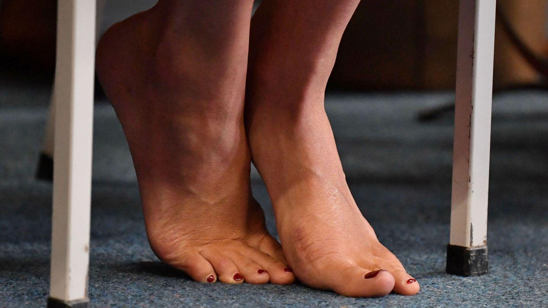 Los pies de Meghan Markle, durante su viaje a Nueva Zelanda. (Reuters)