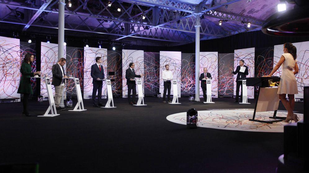 Foto: Panorámica de los representantes de las siete candidaturas con la moderadora, Ana Pastor. (LaSexta)