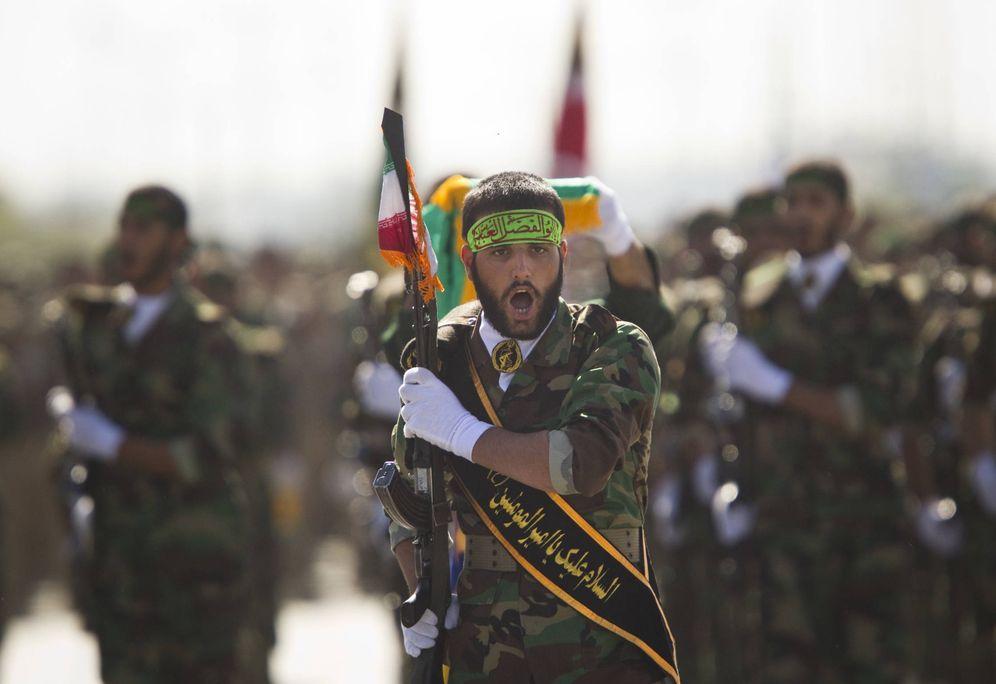 Foto: Efectivos de la milicia Basij durante un desfile para conmemorar el aniversario de la guerra Irán-Irak, en Teherán. (Reuters)