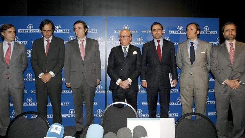 Foto: Ruiz-Mateos y sus hijos, anunciando el concurso de acreedores de Nueva Rumasa. (Gtres)