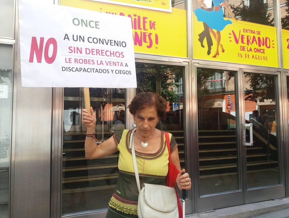 Foto: Carmen, vendedora de cupones jubilada, critica que las condiciones laborales hoy son más precarias. (M. V.)